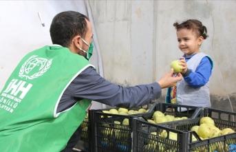 İHH'dan Afrin ve İdlib'e tonlarca sebze ve meyve yardımı