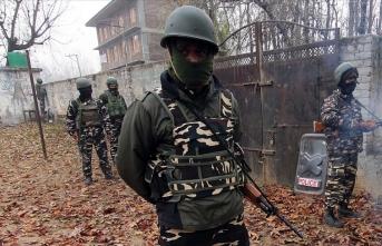 Keşmir'de direnişçilerle güvenlik güçleri arasında çatışma