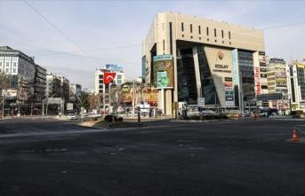 Meydanlar yılbaşında yabancı turistlere de kapalı
