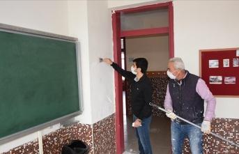Okullarını kendileri boyadı