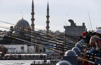 Olta balıkçılığı yapanlara sosyal mesafe denetimi