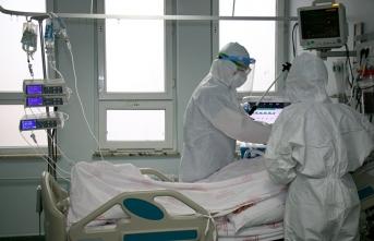 'Solunum cihazına bağlanan hasta, 'elimi bırakma' diyordu'
