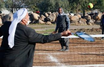 Viranşehir'de köylülerin tenis aşkı