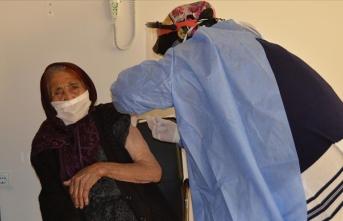 111 yaşında CoronaVac aşısı yaptırdı