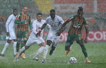Alanyaspor - Sivasspor maçı ertelendi