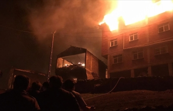 Araklı'da çıkan yangın samanlığa sıçradı