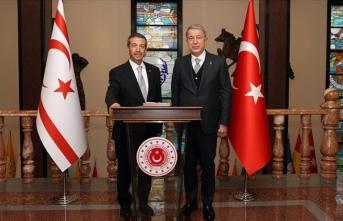 Bakan Akar KKTC Dışişleri Bakanı ile görüştü