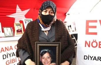 Evlat nöbetindeki anne: Kızım üniversitede okurken daha kaçırıldı