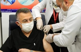 Fuat Oktay, Kovid-19 aşısı yaptırdı
