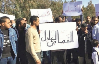 Halk ayaklanıp askeri karargaha yürüdü