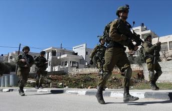 İsrail durmak bilmiyor: 72 yaşındaki Filistinliyi yaraladı