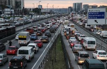 Sokağa çıkma kısıtlaması öncesi İstanbul'da trafik