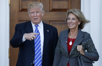 Trump'a bir şok daha: Bir bakanı istifa etti
