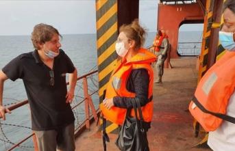 Türkiye'nin Librevil Büyükelçisi saldırıya uğrayan geminin mürettebatıyla görüştü