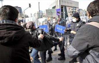 Boğaziçi protestocuları Ankara'da polisin kolunu kırdı