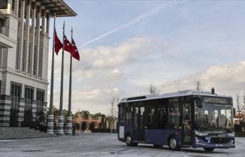 Cumhurbaşkanı Erdoğan'dan elektrikli sürücüsüz otobüs paylaşımı