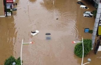 Endonezya'da sel felaketi: 1380 kişi...