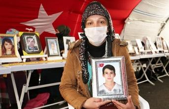 Evlat nöbetindeki anne PKK'ya seslendi: Ya beni de öldürün ya da oğlumu verin