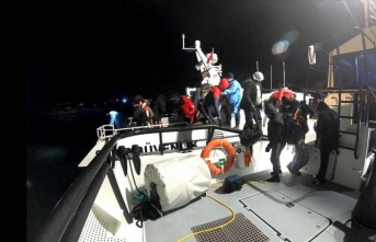 İzmir'de 19 göçmen kurtarıldı