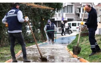 İzmir'de yaralar sarılıyor