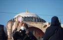 Ayasofya Cami önünde bekleyen vatandaşlar kubbedeki...