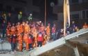 İzmir'de deprem enkazından 33 saat sonra bir...