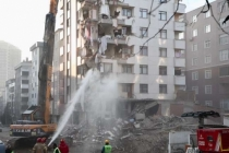 Ara verilmişti! Riskli binanın yıkımı sürüyor