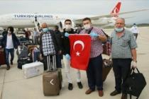 Suudi Arabistan'daki 350 Türk vatandaşı THY uçağıyla İzmir'e getirildi