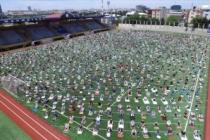Bağcılar'da 3 bin kişilik cemaat cuma namazını stadyumda kıldı