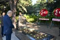 Bahçeli'den Alparslan Türkeş'in mezarını ziyaret