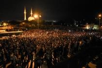 Büyük öfke! Azerbaycan'da halk sokaklara indi!