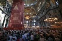 Vatandaşlar namaz için Ayasofya-i Kebir Cami-i Şerifi'ni doldurdu
