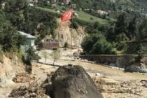 Şehri yıkan sel Türk bayrağı dikili kayayı yerinden oynatamadı