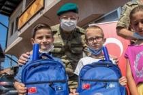 Türk askerinden yardım