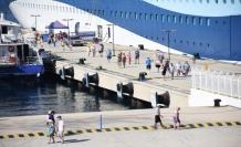 Tek gemi yüzlerce turisti Bodrum'a taşıdı