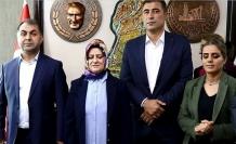 HDP'li başkan terörden ihraç edilen eski başkanla makama geçti