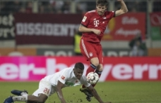 Bayern Münih iki kez geriye düştüğü maçı 3-2 kazandı