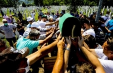 Srebrenitsa Soykırımı'nın 9 kurbanı 25 yıl sonra defnedildi