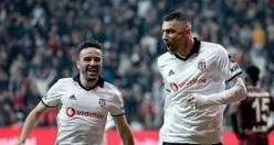 Beşiktaş'ın golcüsüne yönetimden uyarı!
