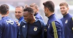 Fenerbahçe'de kalmakta ısrarcı! Oynamadan 2.2 milyon Euro alıyor