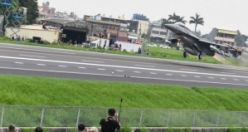 Tayvan'da savaş uçakları otobana indi