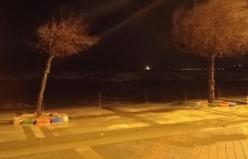 İstanbul'da fırtına: Ağaçlar devrildi, araçlar zarar gördü