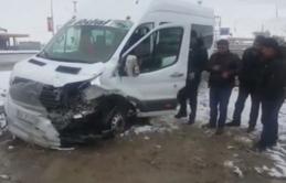 Öğrenci servisi kamyonla çarpıştı: 9'u öğrenci 10 yaralı
