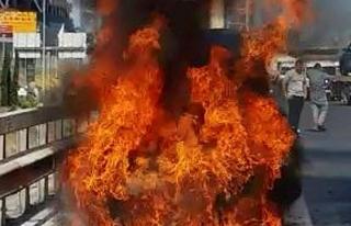 TEM'de araç yangını, trafik kilitlendi