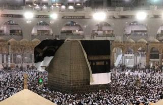 Mekke'de kum fırtınası, Kâbe'nin örtüsü açıldı