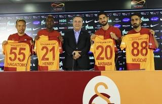 Yeni transferlere Galatasaray'da toplu imza töreni