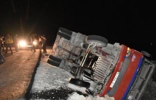 Tarım işçilerini taşıyan kamyon devrildi: 17...