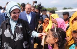 Emine Erdoğan'a Londra'da 'İnsani Hizmet Takdir...