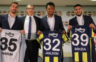 Fenerbahçe'de yeni transferler için imza töreni