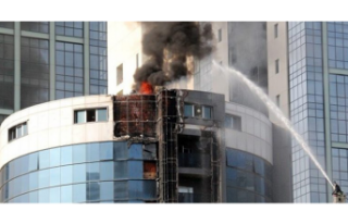 Türk gazetecilerin kaldığı otelde yangın